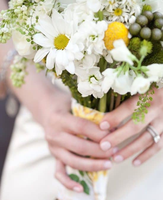 DIY Daisy Wedding Arrangements – Doing the Daisy Thing!
