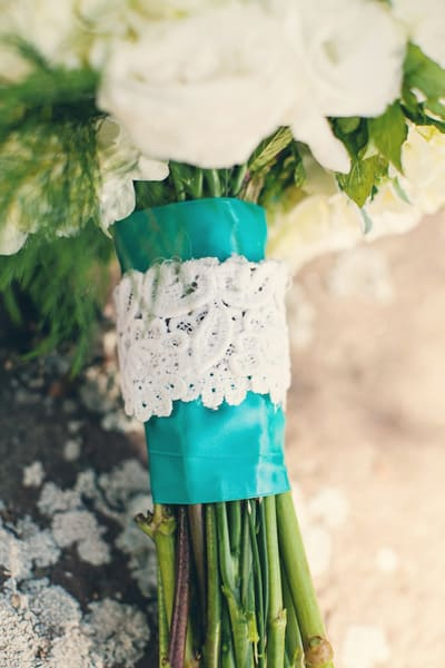 southern-wedding-lace-bouquet-wrap