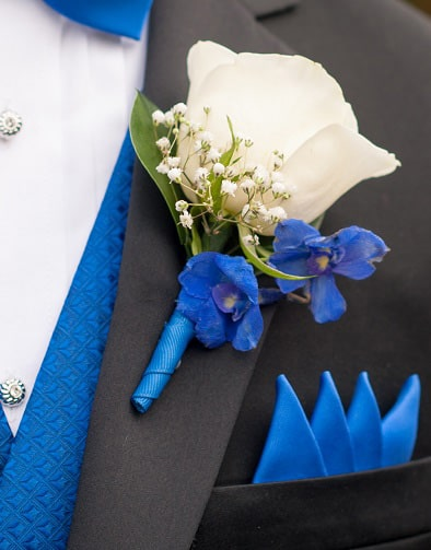Blue and white diy wedding flowers real wedding diy wedding flowers bouquet white blue boutonniere junglespirit Images