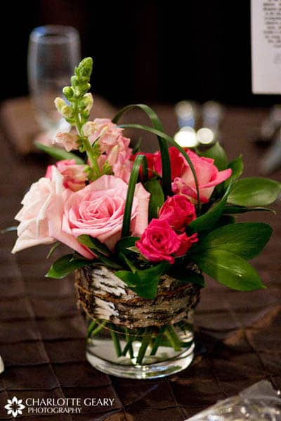 Diy centerpiece tutorial garden roses anemones for Small rose flower arrangement