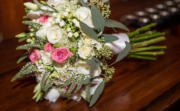 5 Ways to Maximize a Wedding Budget with DIY Wedding Flowers
