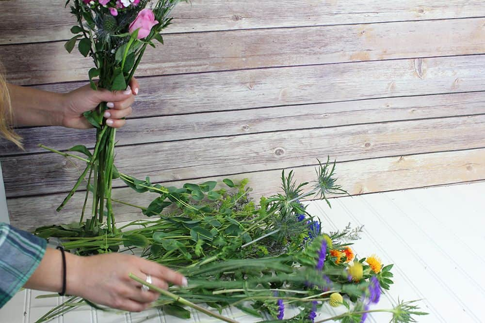 how to make a wildflower bouquet - first bunch additions 1000