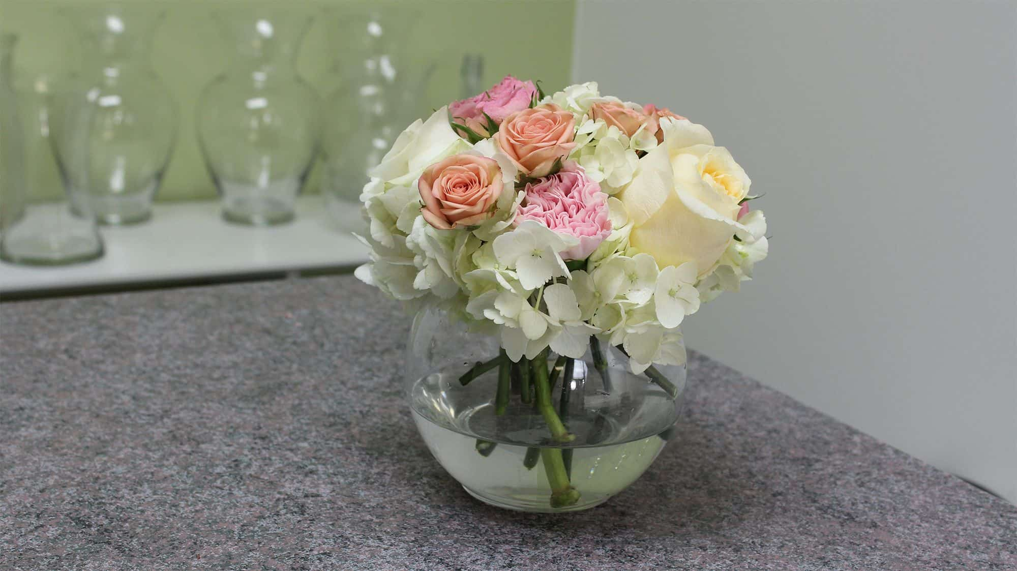 How to make a small hydrangea centerpiece final