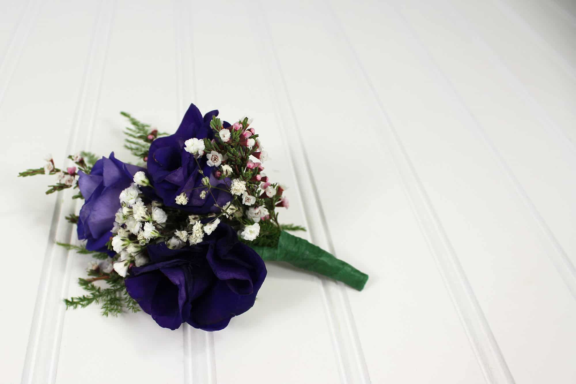 DIY Boutonniere Tutorial with purple lisianthus