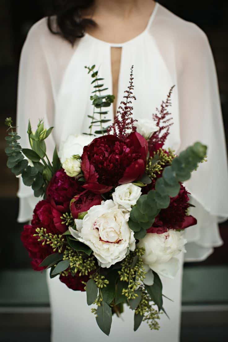 reasons to have a winter wedding bouquet