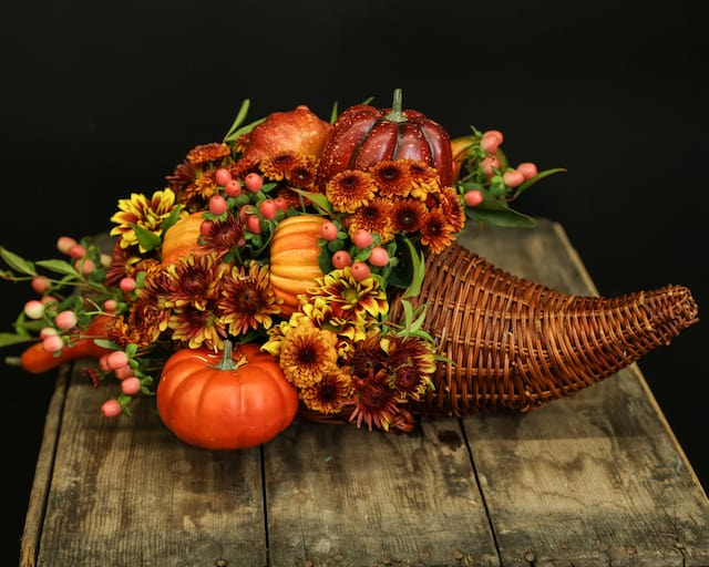 Thanksgiving day centerpiece arrangement budget friendly