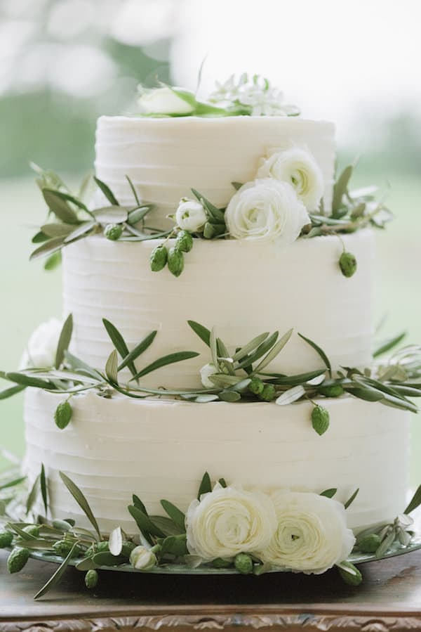 Wedding Inspiration, outdoor wedding, green wedding, white wedding, gold wedding, DIY Wedding, southern wedding, wedding cake