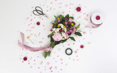 This Is the Easy Affordable Way to DIY Your Wedding Flowers featured on A Practical Wedding